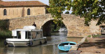 Bridge_over_Canal_du_Midi